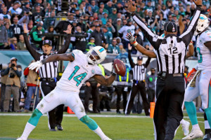 Nov. 15, 2015 - Philadelphia, PA, USA - Miami Dolphins' Jarvis Landry scores a touchdown during the fourth quarter on Sunday, Nov. 15, 2015, at Lincoln Financial Field in Philadelphia (Photo by Charles Trainor Jr/Zuma Press/Icon Sportswire)