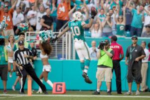 Miami Dolphins wide receiver Kenny Stills (10) celebrates his touchdown catch in the third quarter at Hard Rock Stadium in Miami Gardens, Florida on November 27, 2016. (Allen Eyestone / The Palm Beach Post)